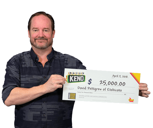 man holding 25,000 dollar cheque from daily keno