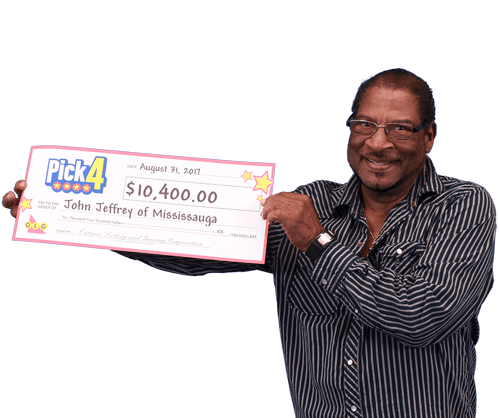 man holding 10,000 dollar cheque from pick four